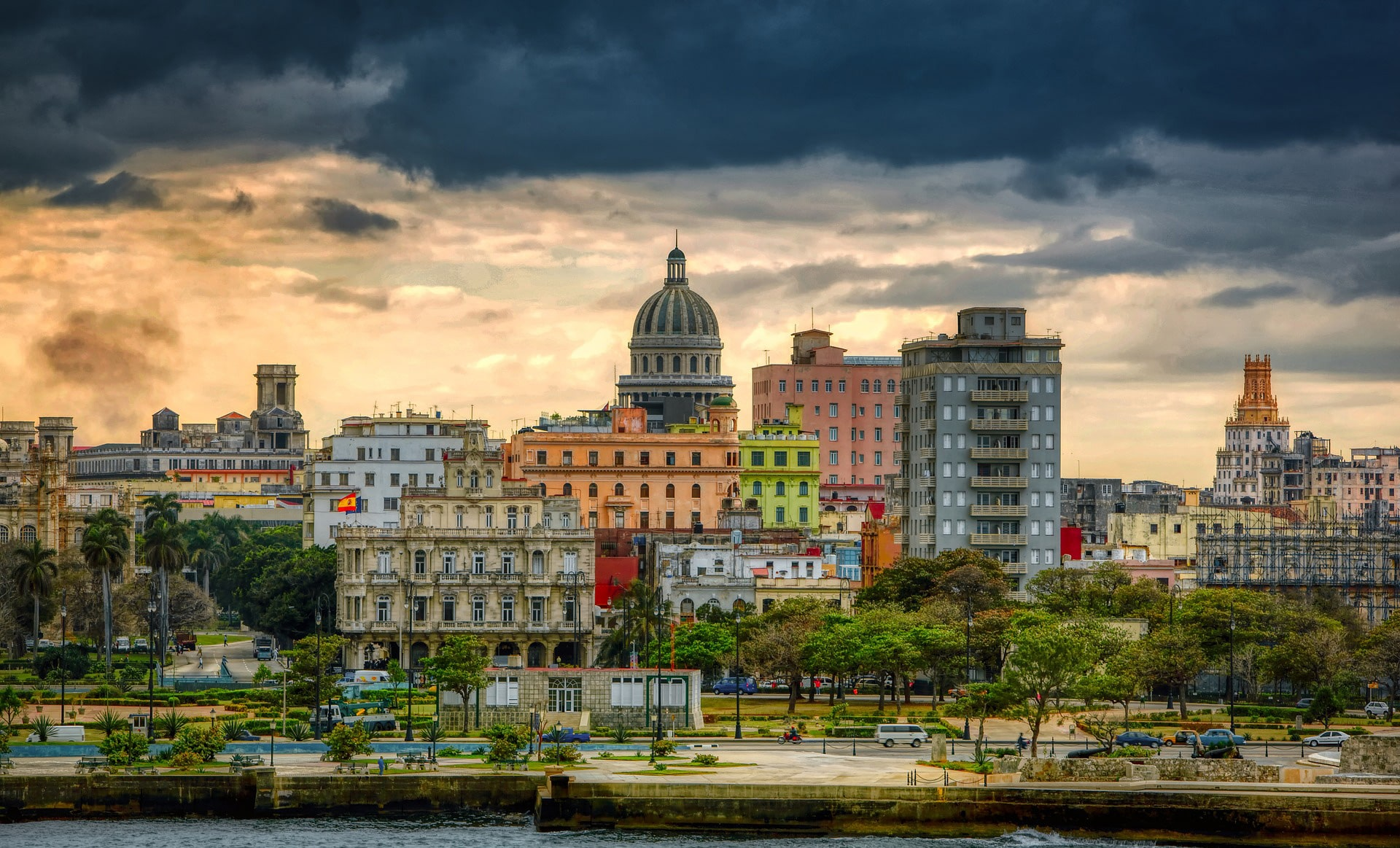 Havana, a city of paradox